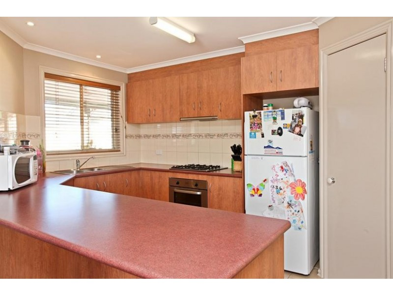 2/25 Bayview Street, Altona VIC 3018