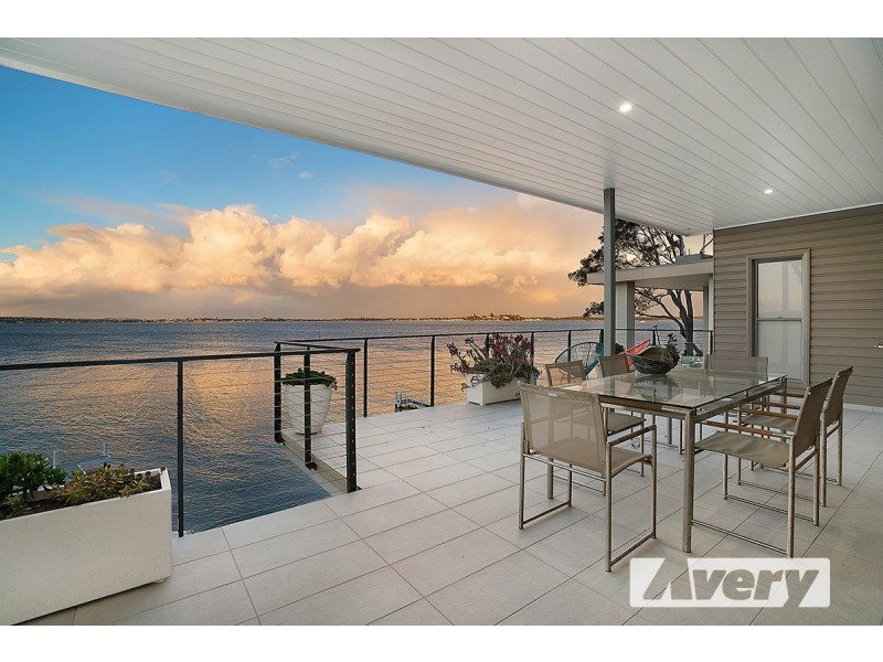 11 Robey Crescent, Coal Point NSW 2283