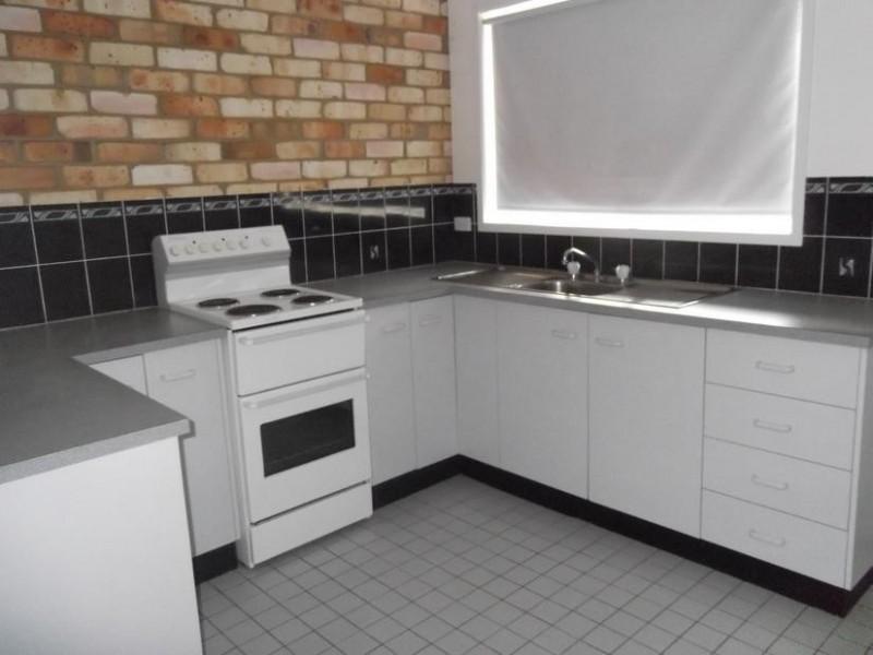 2/100 Bedford, Aberdeen NSW 2336