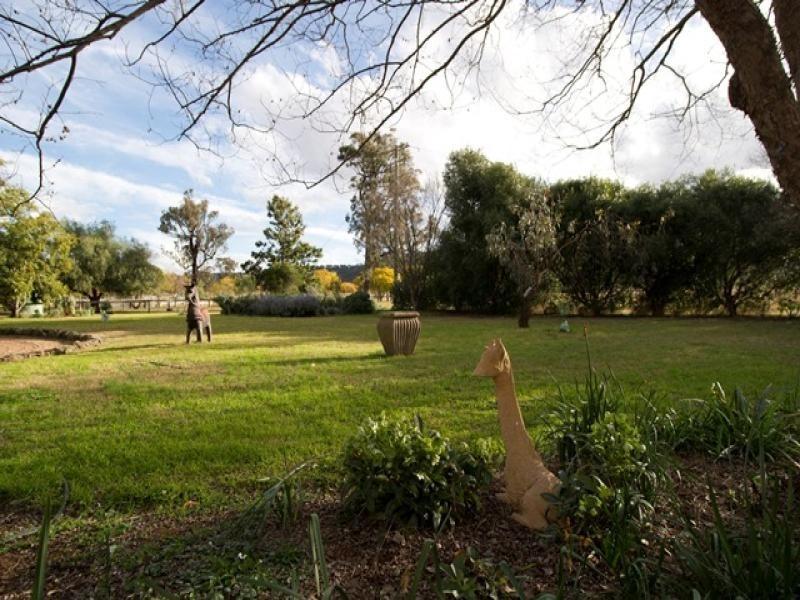 2/ . Moobi Road, Scone NSW 2337
