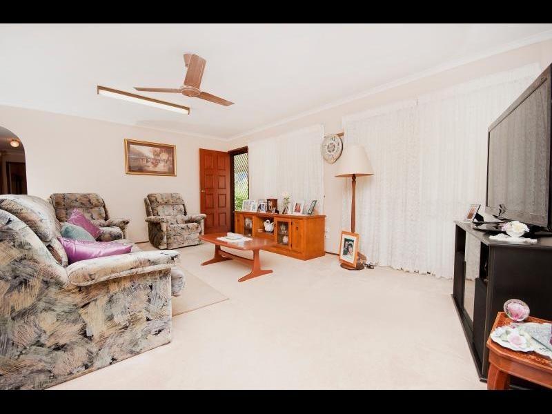 8 Violet Street, Mooroobool QLD 4870