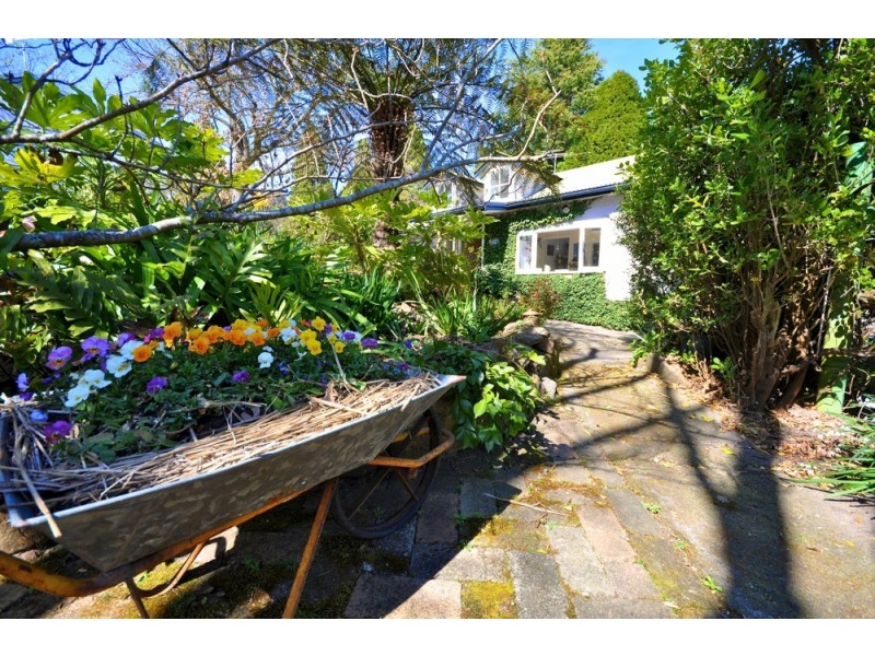 32 St Georges Pde, Mount Victoria NSW 2786