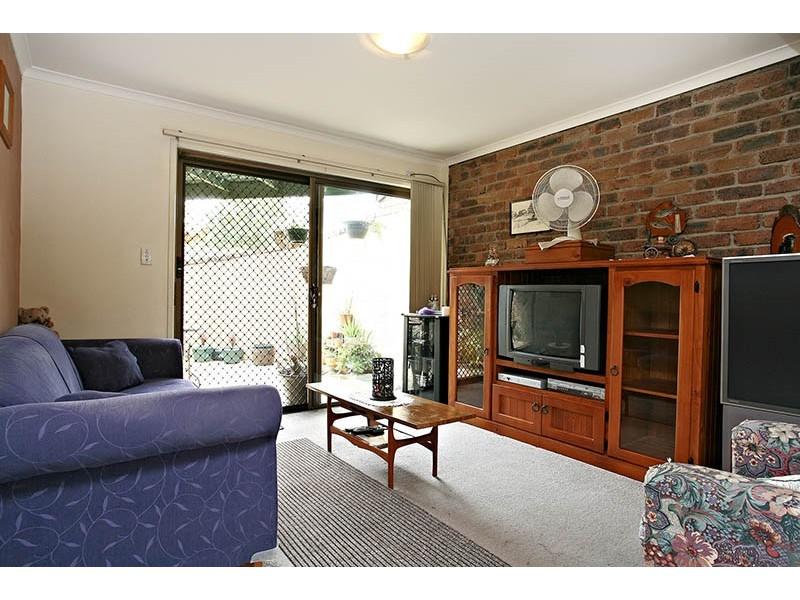 2/19 Chatswood, Daisy Hill QLD 4127