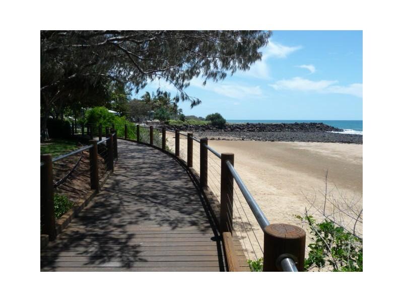 Unit 4, Coral Coast Plaza, 20 Bauer Street, Bargara QLD 4670
