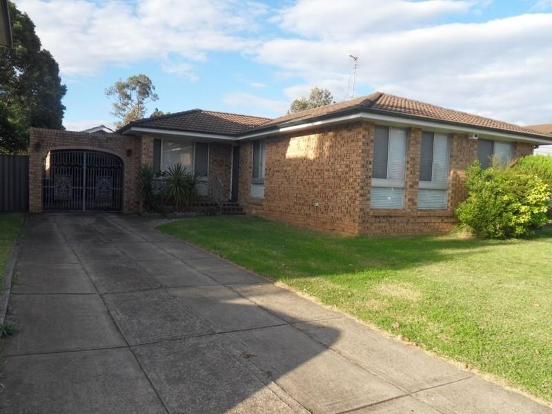 8 Ivanhoe Street, St Johns Park NSW 2176