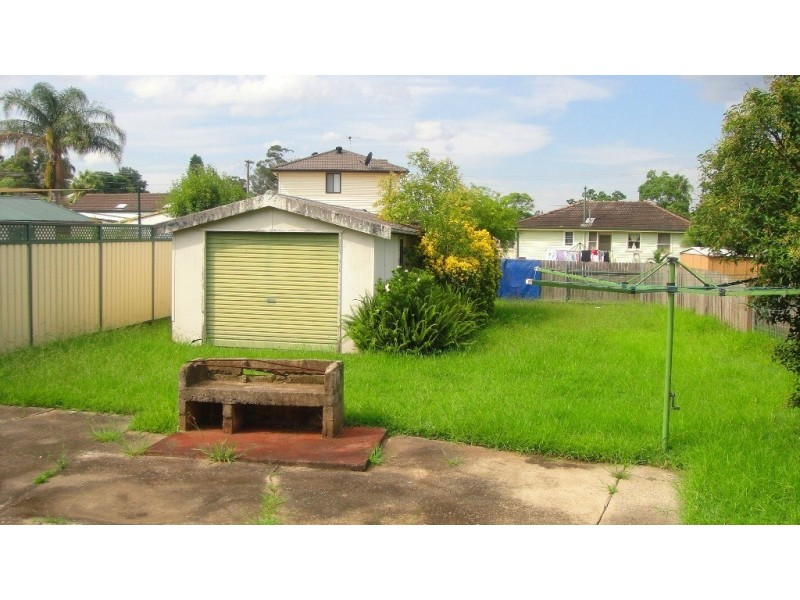 11 STRICKLAND CRES, Ashcroft NSW 2168