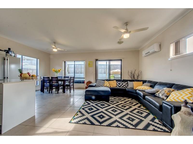 8 Arnaldo Avenue, Augustine Heights QLD 4300