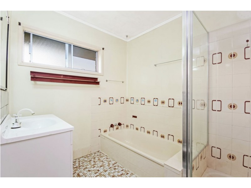 4 Parnoolar Crescent, Ferny Hills QLD 4055