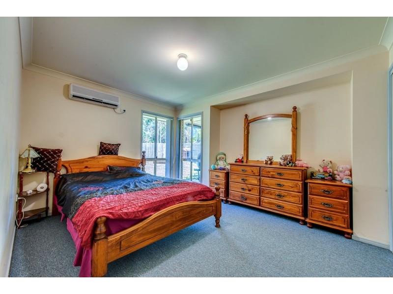 8 Morris Street, Flinders View QLD 4305
