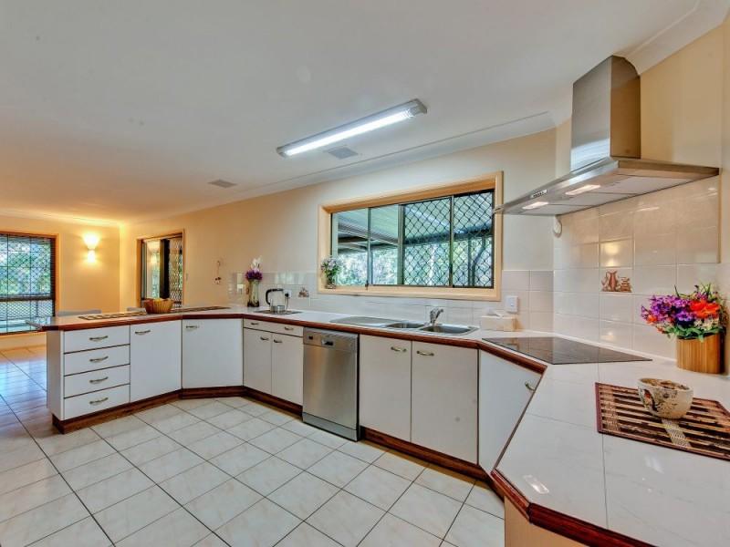 10 Hallett Avenue, Camira QLD 4300