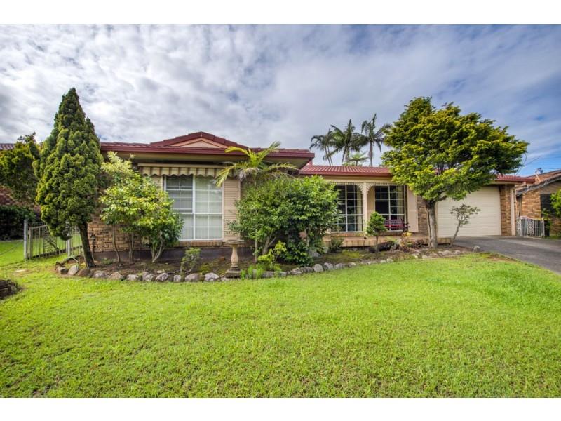 15 Tomkins Avenue, Woolgoolga NSW 2456