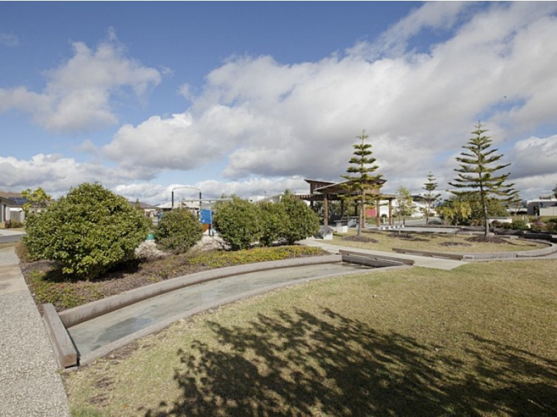 20 Whitehaven Way, Pelican Waters QLD 4551
