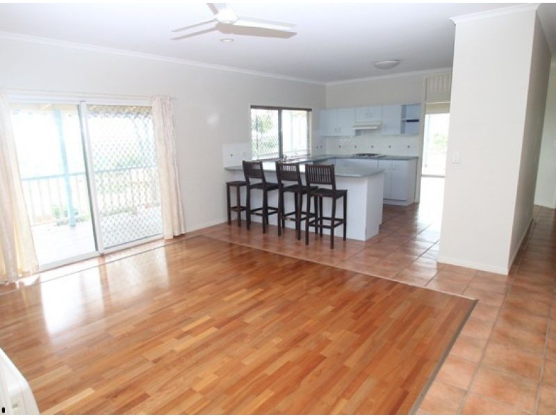 11 Earls Court, Telina QLD 4680