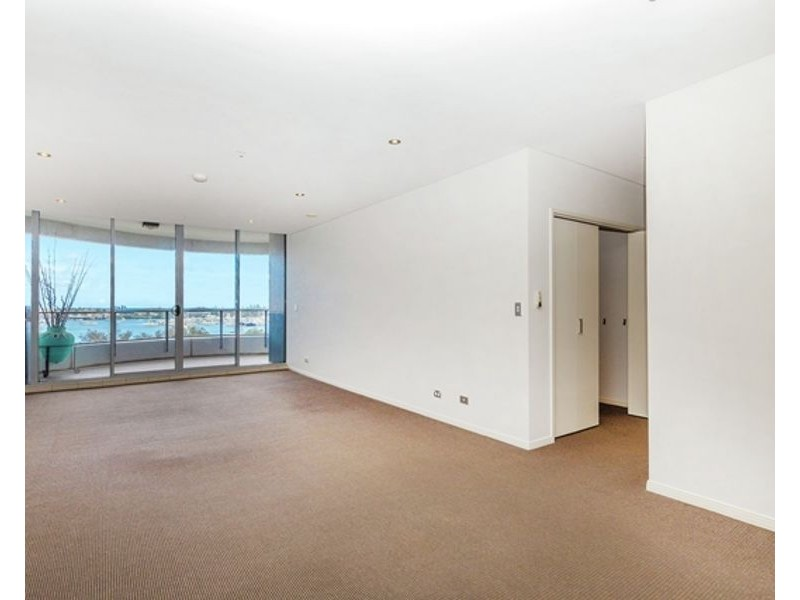 4/4 Como Crescent, Southport QLD 4215