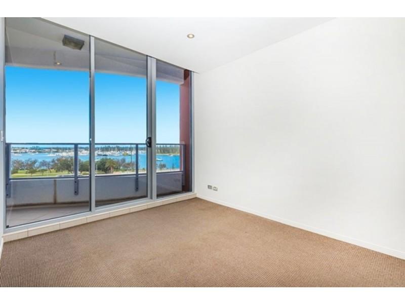 4 Como Crescent, Southport QLD 4215