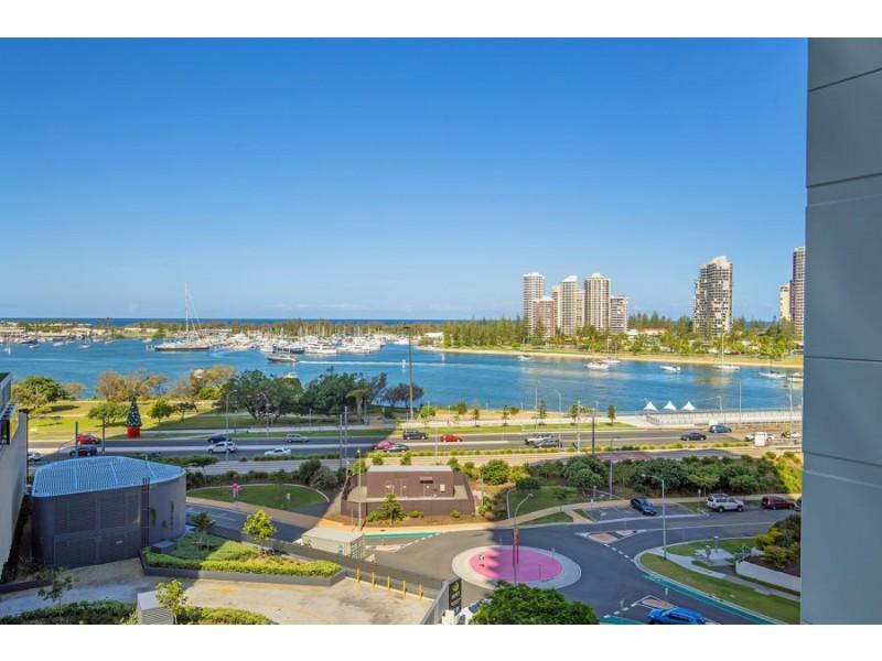 11/4 Como Crescent, Southport QLD 4215