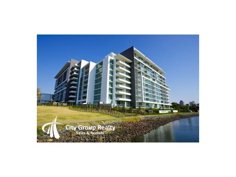 33 T E Peters Drive, Broadbeach Waters QLD 4218