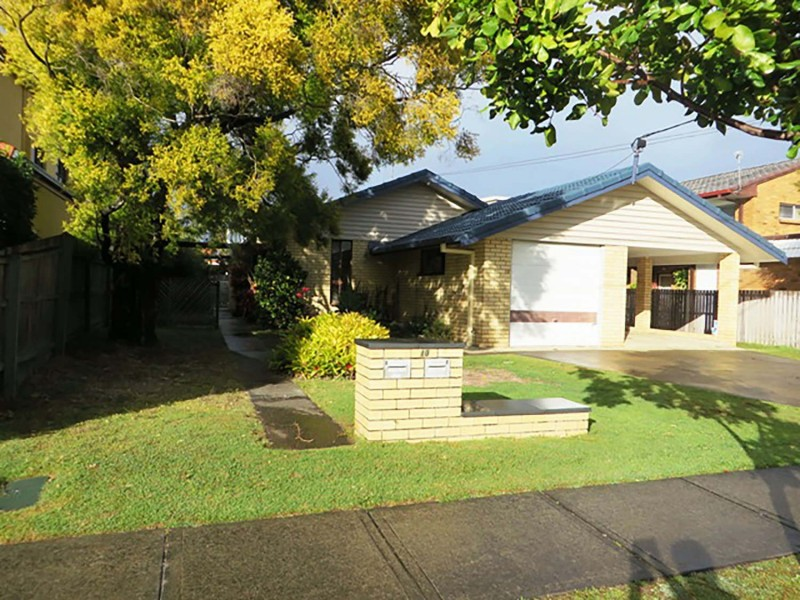 2/10 Errol Avenue, Paradise Point QLD 4216