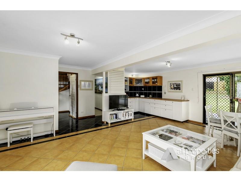 6 Conifer Street, Hillcrest QLD 4118
