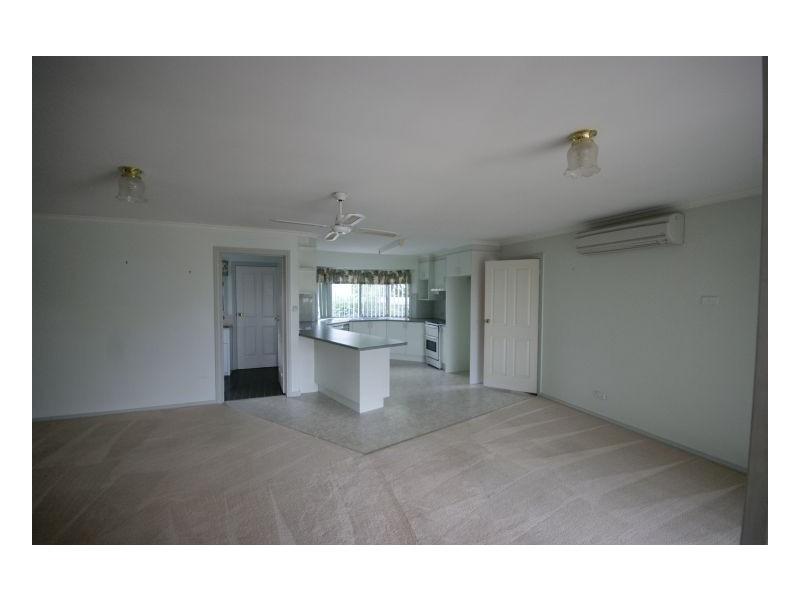 2/407 Cressy Street, Deniliquin NSW 2710