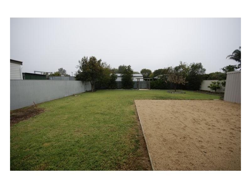 406 Campbell Cres, Deniliquin NSW 2710