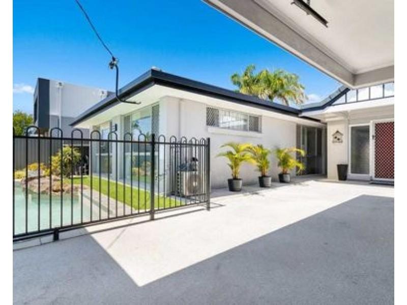 10 Monterey Court, Broadbeach Waters QLD 4218