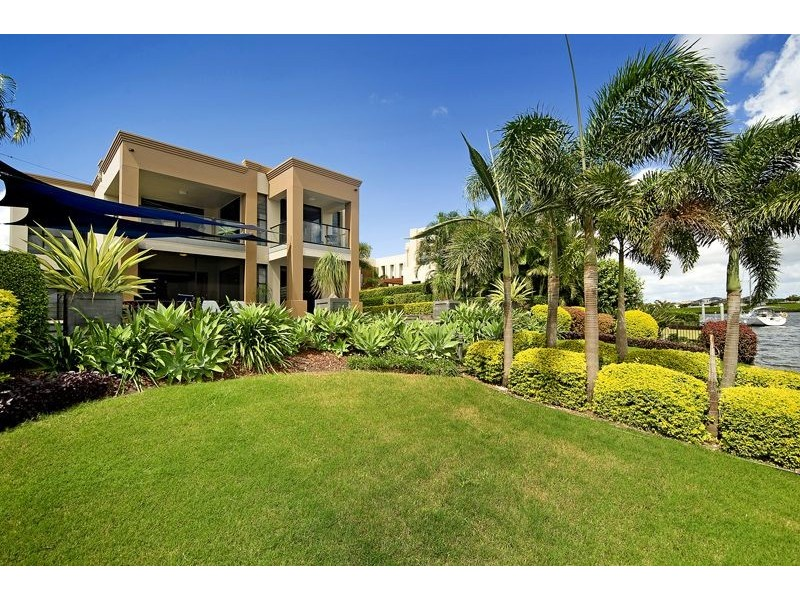 1672 Riverdale Dr, Hope Island QLD 4212