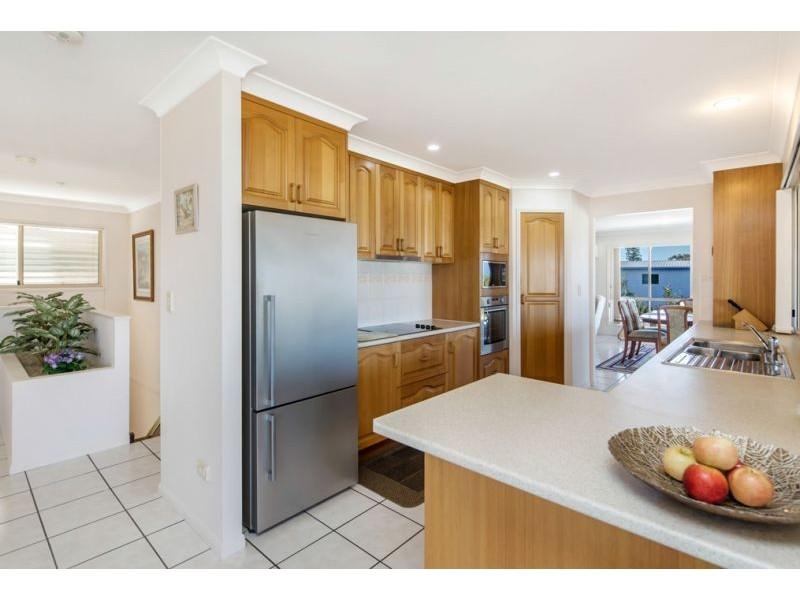 9 Bell Street, Point Vernon QLD 4655