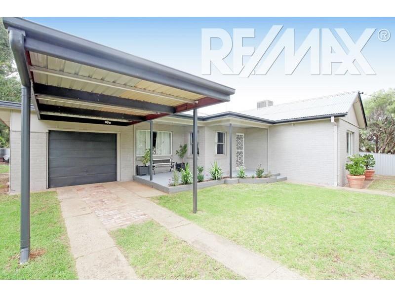 56 Regent St, Junee NSW 2663