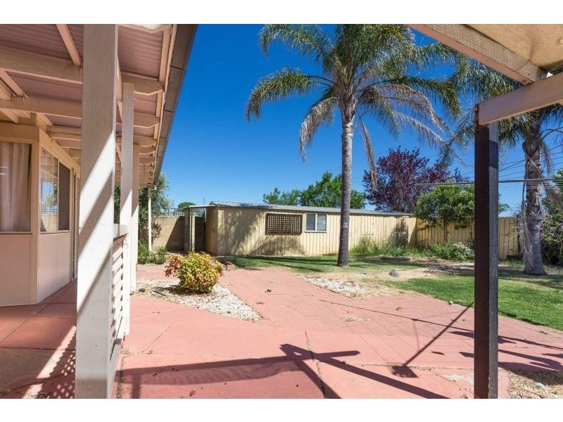 23 Bamarook Crescent, Glenfield Park NSW 2650