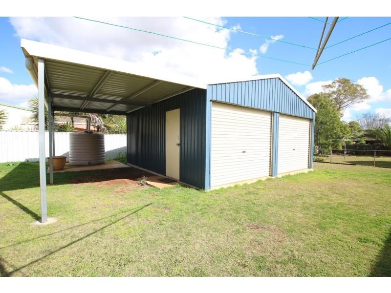8 Hinkler Crescent, Wilsonton QLD 4350