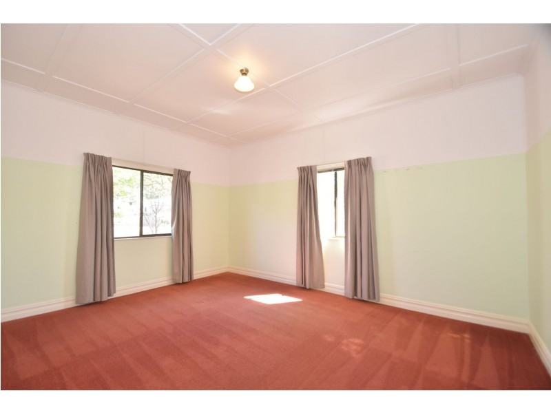 11 Jenkins Street, Newtown QLD 4350