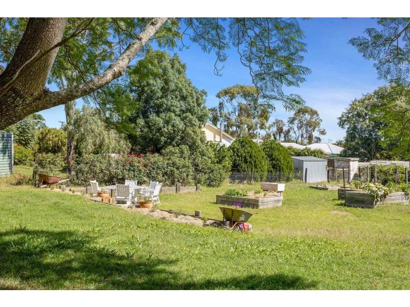 105 Mocatta Street, Goombungee QLD 4354