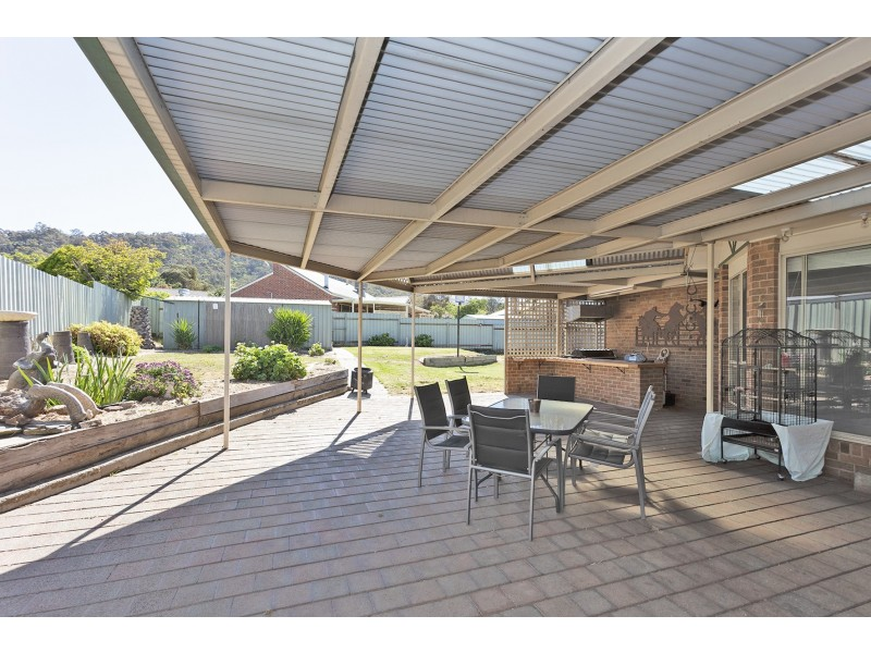 6 Dimbanna Court, Lavington NSW 2641