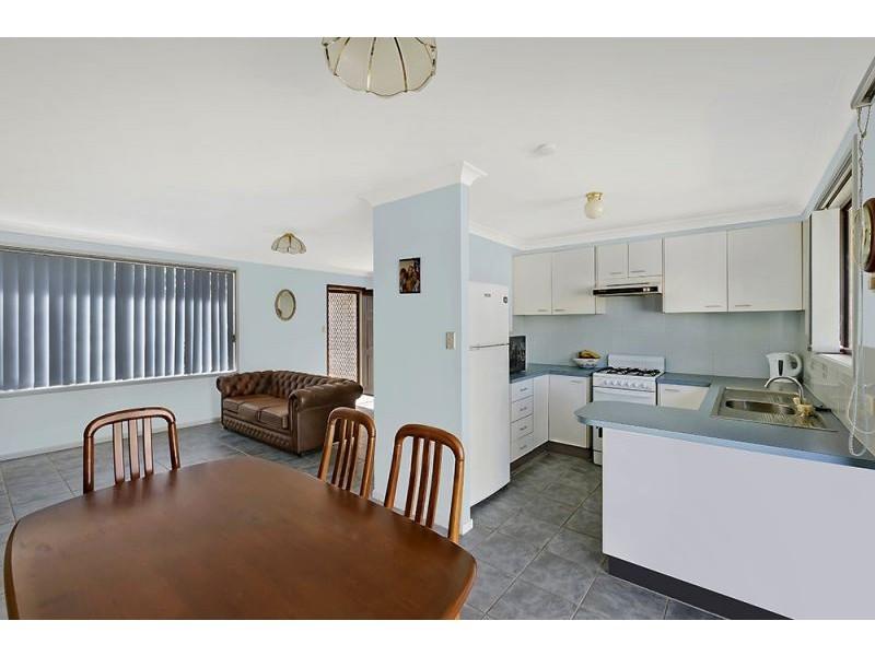 1/1 Hobbs Close, Bateau Bay NSW 2261