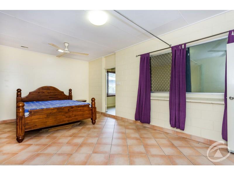 UNITS A&B 454 McCoombe Street, Mooroobool QLD 4870