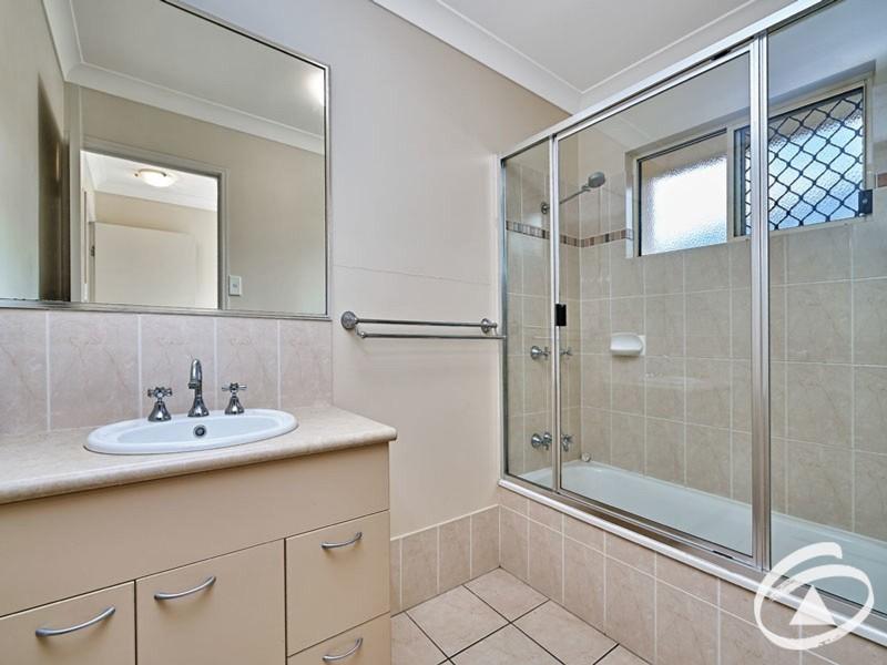 8 Mayne Street, Bentley Park QLD 4869