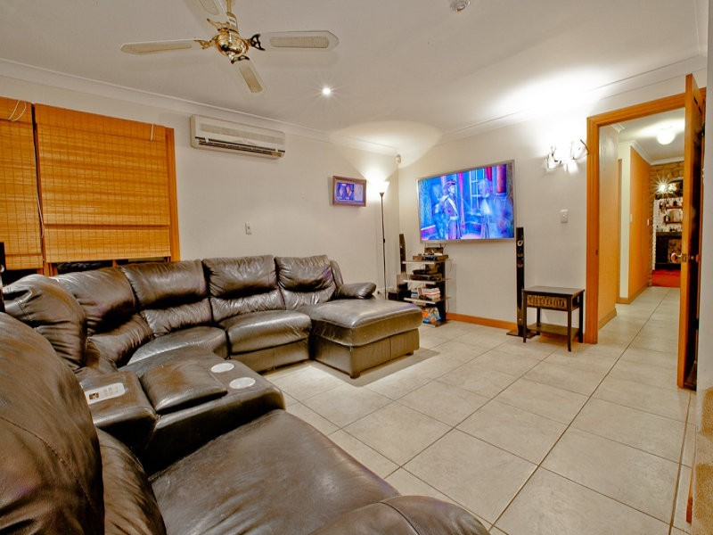 9 Josephine Tce, Highland Park QLD 4211