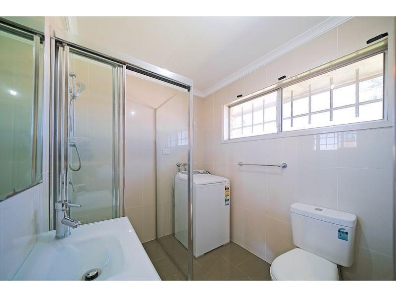 Master room/21 Longridge St, Macgregor QLD 4109