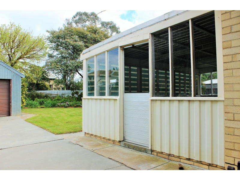 2  Broad Court, Kangaroo Flat VIC 3555