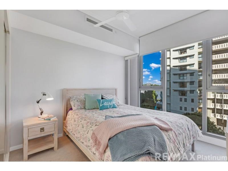 10411 / 8 Harbour Road, Hamilton QLD 4007
