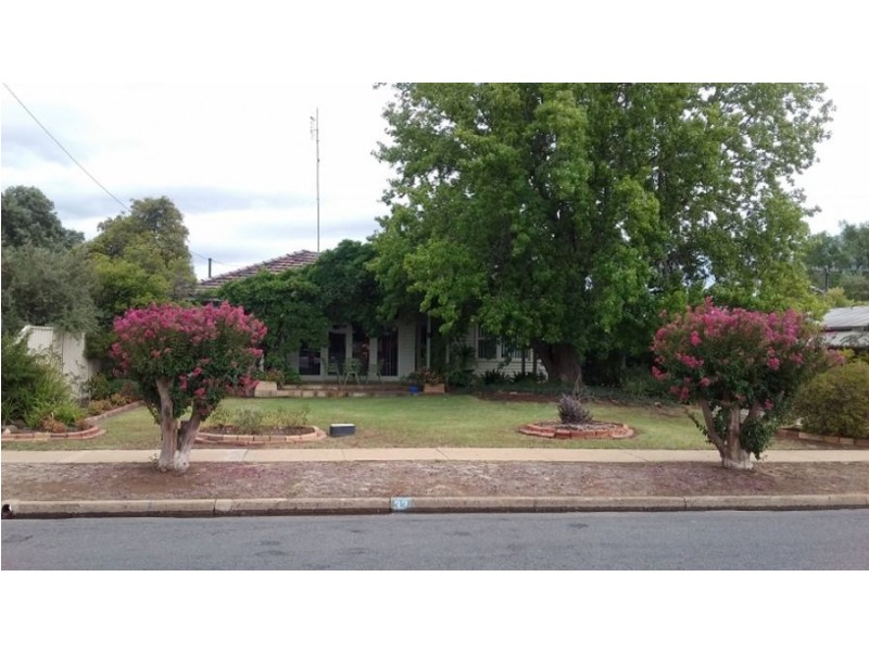 33 COBRAM ST, Berrigan NSW 2712