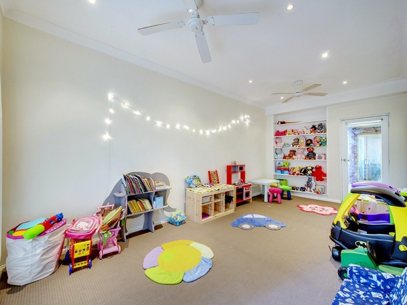 31 Dampier Cr, Forest Lake QLD 4078