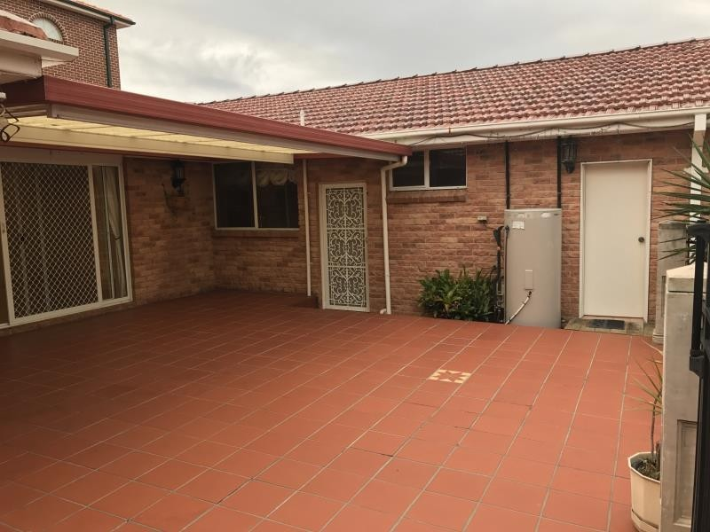 2 HICKEY PLACE, Abbotsbury NSW 2176