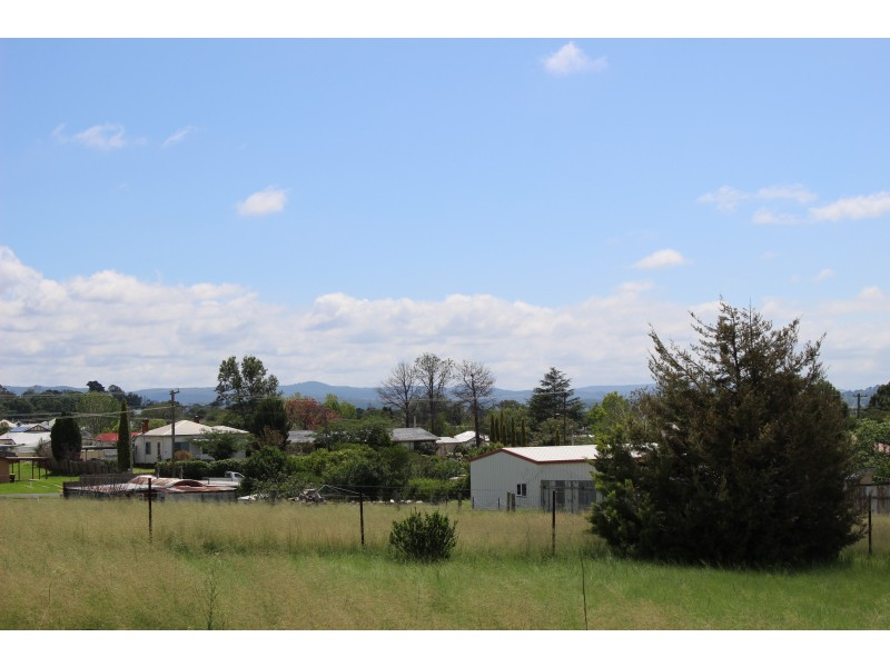 8 Erindee Avenue, Tenterfield NSW 2372