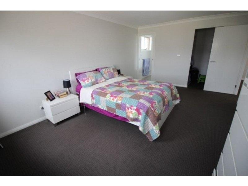 2 Tench Cl (Corner or Townsend Rd), North Richmond NSW 2754