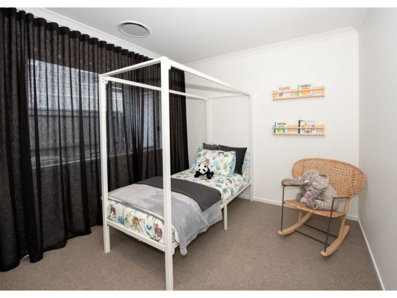 14 Cardinal Crescent, Newport QLD 4020