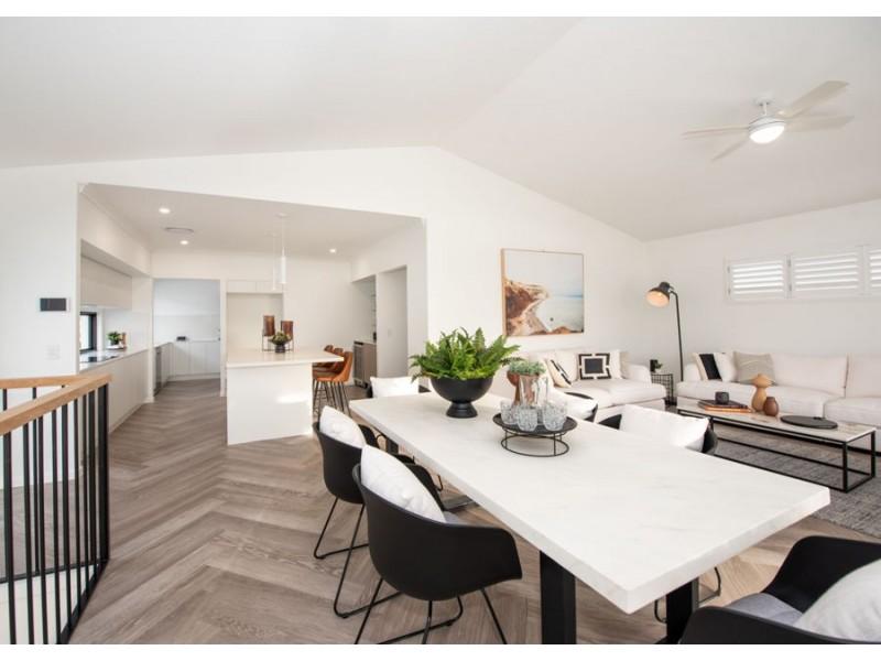 2 Smith Lane, Newport QLD 4020