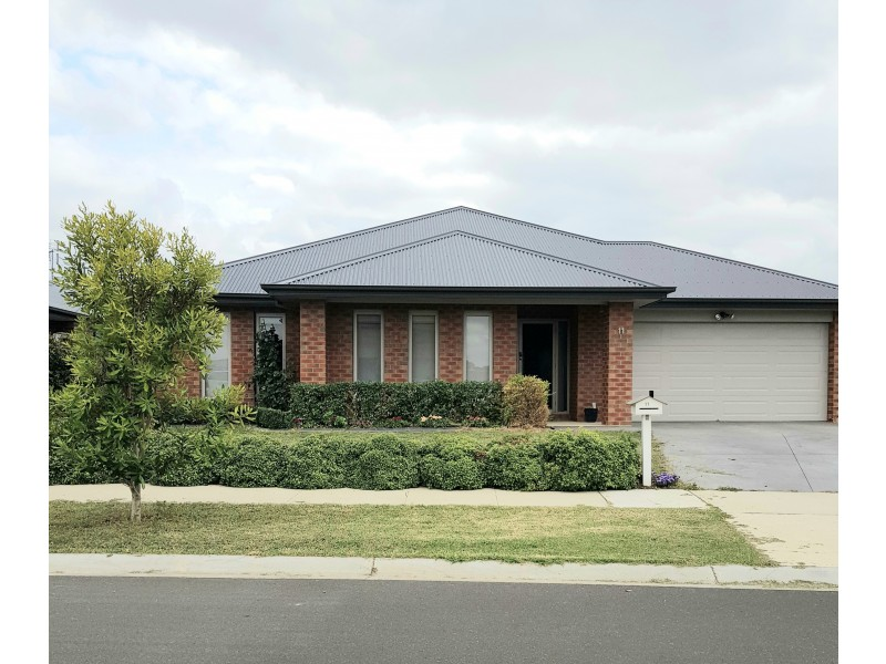 11 Kingfisher Rd, Bairnsdale VIC 3875