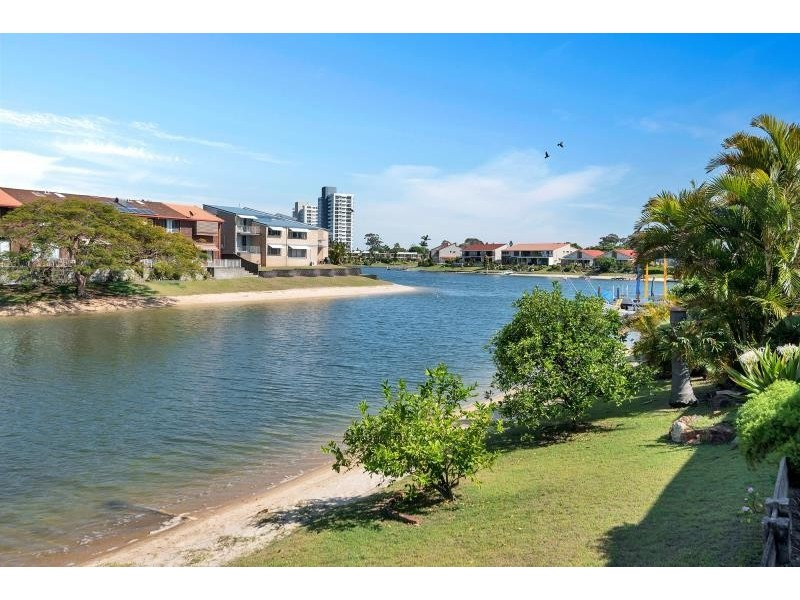 4/105 Sunshine Boulevard, Mermaid Waters QLD 4218